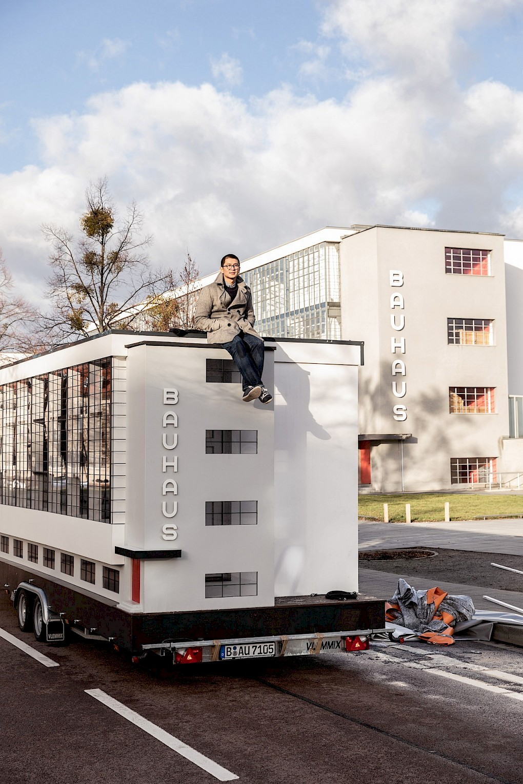 The Wohnmaschine, a tinyhouse version of the Dessau bauhaus conceived by Van Bo Le-Mentzel, in front of the original workshop wing. The miniature version will be home, platform, stage and library during the programme in Dessau | Photo: Mirko Mielke